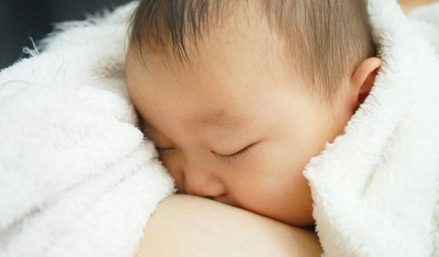 産後の授乳は3時間おき? 出産後から始まる授乳について