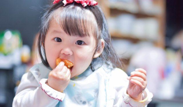 助産師も実践!手づかみ食べの負担を軽減する方法とは