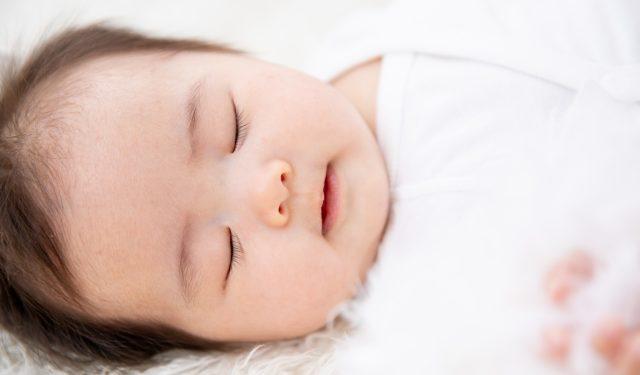 赤ちゃんの寝かしつけのコツは? 〜体内時計と生活リズム〜