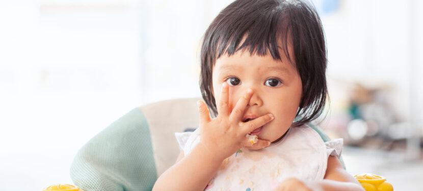 モグモグしてくれない!離乳食で赤ちゃんが丸呑みしてしまう時の対応とは?
